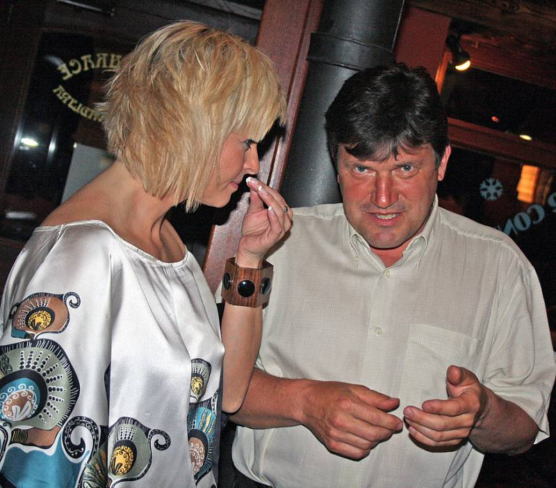 Iveta Bartošová s náměstkem primátora Janem Smutným.