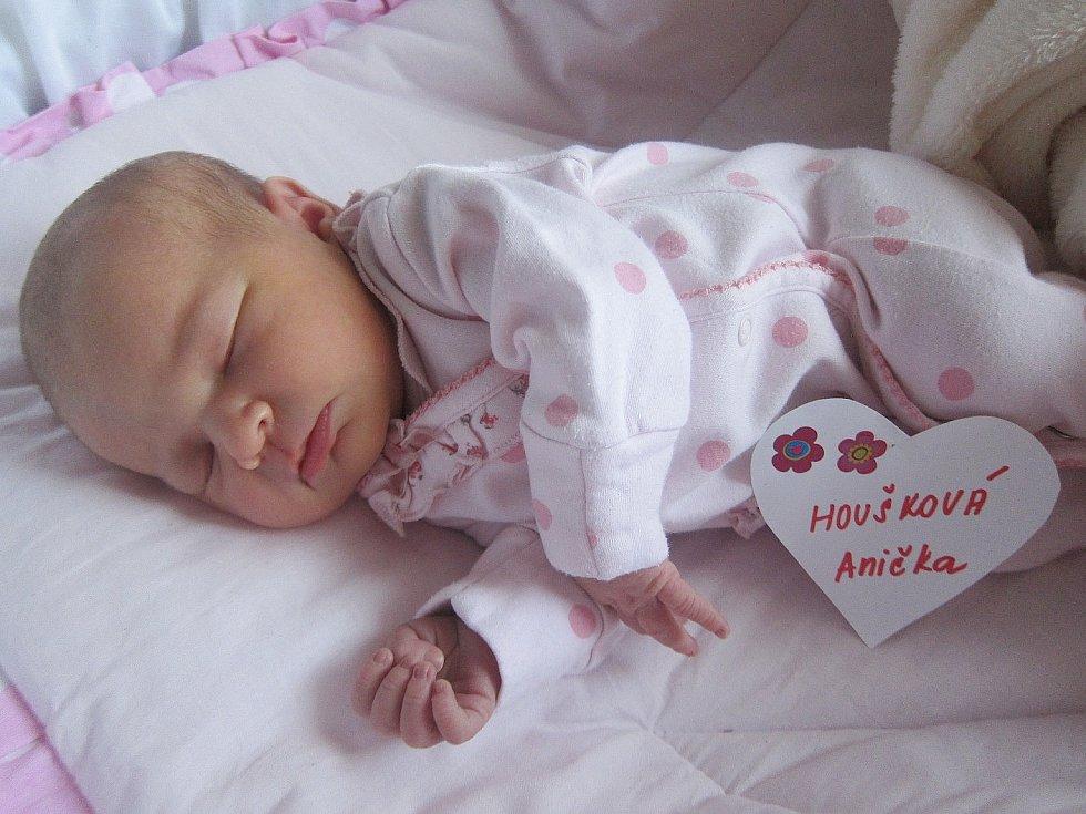 Anička Houšková se narodila 19. září, vážila 3,48 a měřila 50 cm. S maminkou Markétou a tatínkem Tomášem bude bydlet v Mladé Boleslavi.
