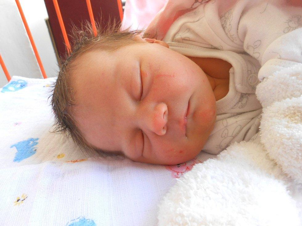 NATÁLIE Čermáková se narodila 13. února, vážila 3,51 kg a měřila 48 cm. S maminkou Nikolou a tatínkem Michalem bude bydlet v Mladé Boleslavi.