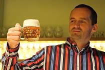 Ředitel pivovaru Roman Havlík je muž na svém místě, pivo umí natočit perfektně.