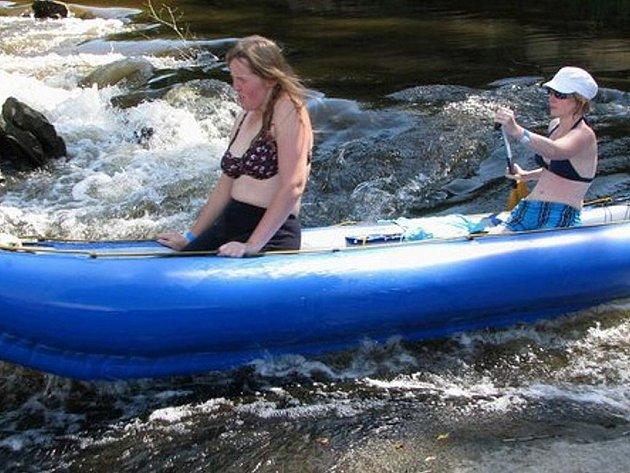 Na outdoorových pobytech mohou zrakově postižení vyzkoušet nové sporty.