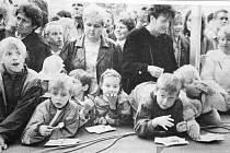 I děti školou povinné si prohlédly mladoboleslavskou továrnu. Jako odměna na ně čekal sladký dort.