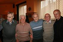 Fotbalové legendy opět pěkně pospolu! Odleva: František Šichta, Ladislav Masopust, Miloslav Kubelka, Karel Záruba a Milouš Kvaček.