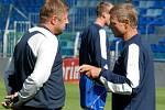 Trenér Zdeněk Ščasný (vpravo) se už se svým asistentem Petrem Čuhelem radit o taktice boleslavských fotbalistů radit nebude.
