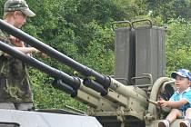 Výstava vojenské techniky ve Všejanech