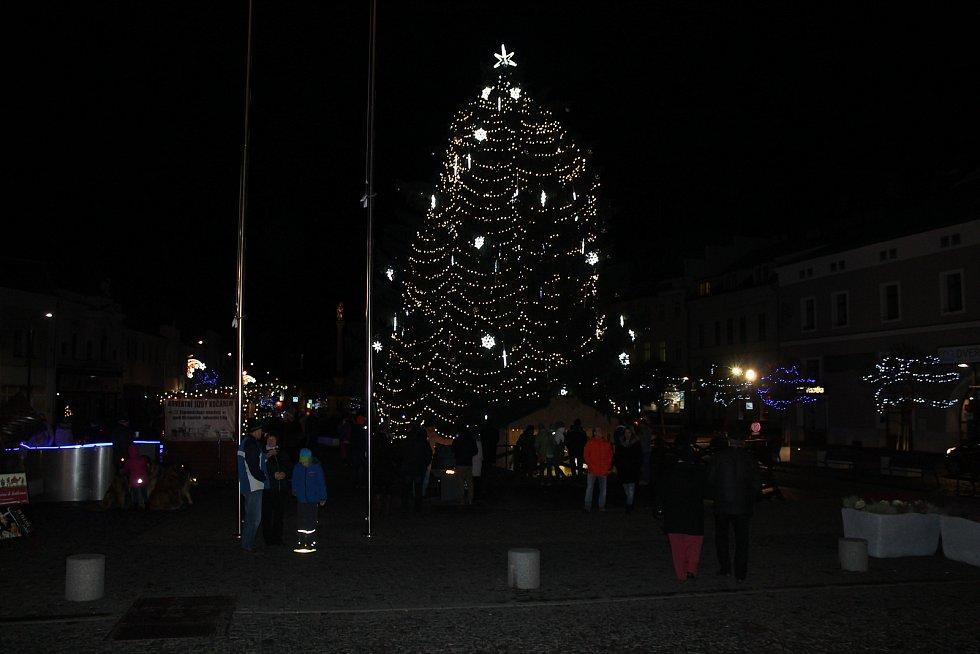 Adventní trhy skončily charitativní večeří Mladá Boleslav