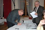 Zastupitelé v Mnichově Hradišti podepsali slib zastupitele pro nové volební období