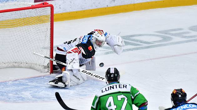 V utkání 13. kola hokejové extraligy vyhrála pražská Sparta na ledě Mladé Boleslavi 3:2 po prodloužení.