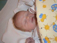 ADAM Vítek se narodil v mladoboleslavské nemocnici 6. března. Měřil 47 centimetrů a vážil 2910 gramů. S maminkou Martinou, tatínkem Zdeňkem, sestřičkou Anežkou a bratříčkem Lukáškem budou společně bydlet v Bělé pod Bezdězem.