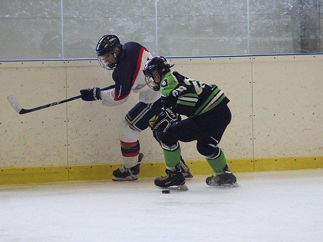 Hokejoví mladší dorostenci Poděbrad porazili na svém ledě Mladou Boleslav těsně 3:2 .