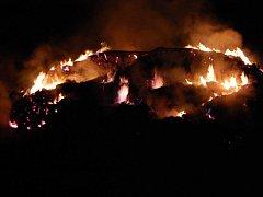 Ilustrační foto - požár stohu