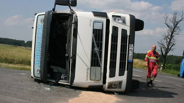 Nehoda kamionu zablokoval provoz od Mladé Boleslavi na Českou Lípu.