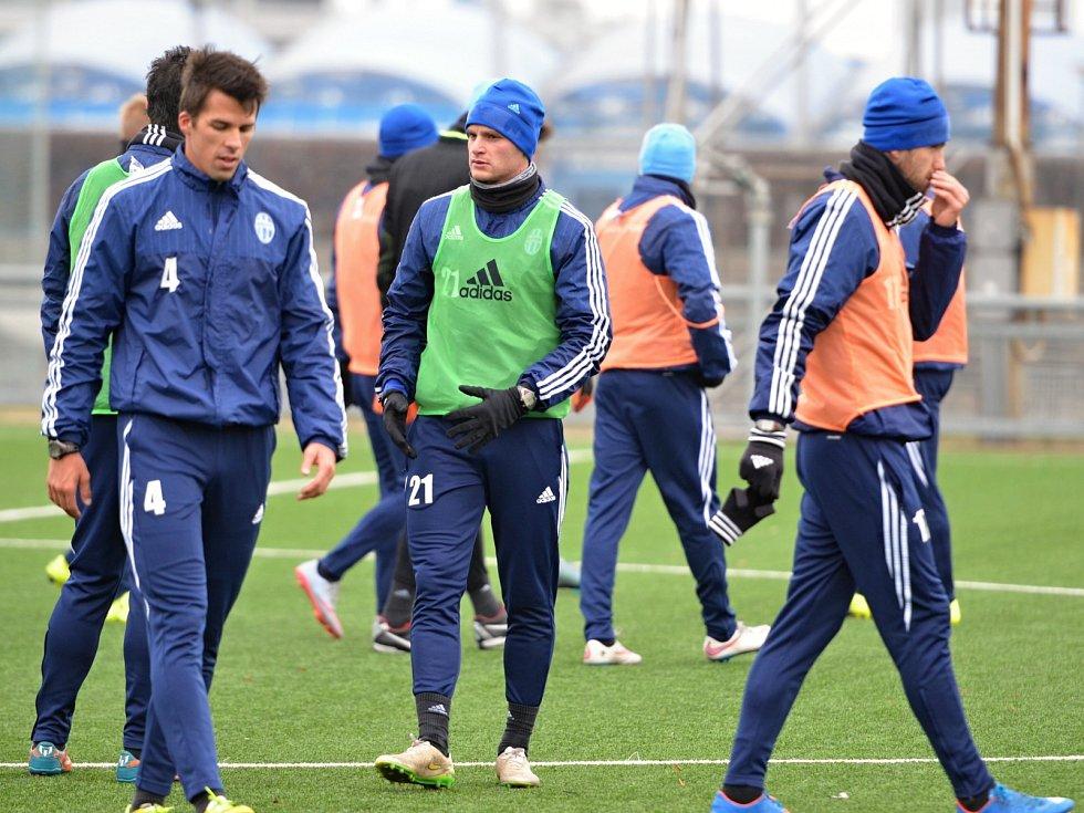 Mladoboleslavští fotbalisté si v novém roce poprvé zatrénovali.