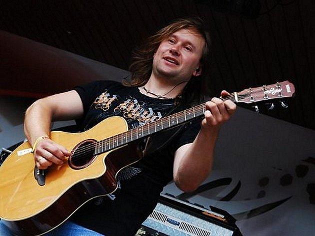 Mladoboleslavští hudebníci zahráli na Benátské noci na Malé Skále.