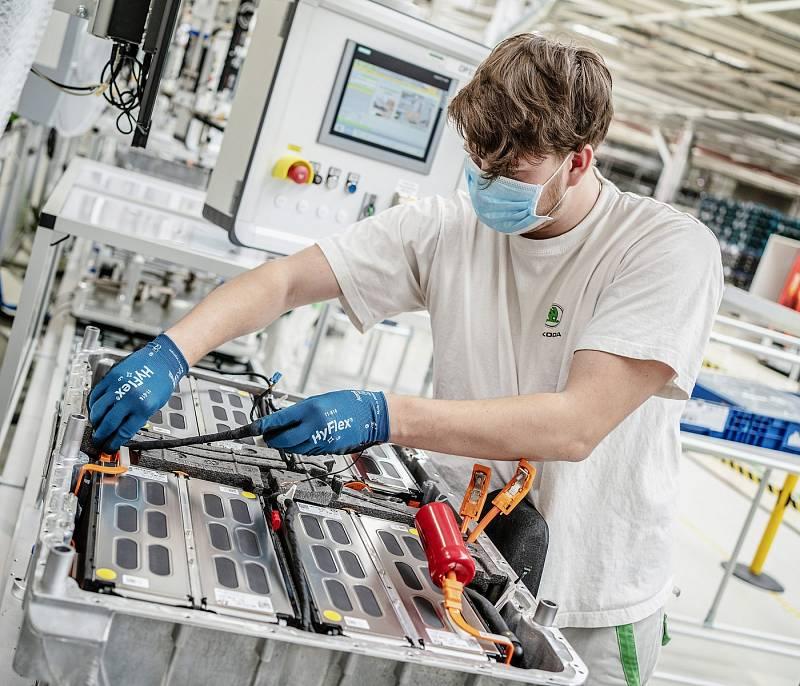 Pracovník v automobilce Škoda