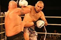 Boleslavský thajský boxer Pavel Botka (vpravo) odešel z ringu jako vítěz