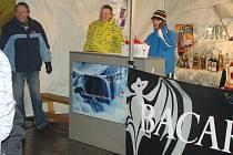 Nový rok 2011 přivítali mnozí organizovaně u Bondy centra.