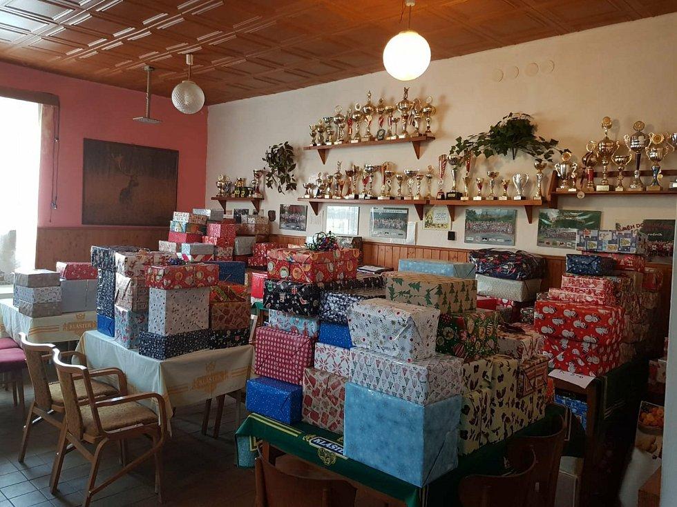 Sbírka Krabice od bot v Borovici na Mnichovohradišťsku.