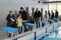 V Mladé Boleslavi otevřeli bazén. Možnosti prohlédnout si ho využily stovky návštěvníků.