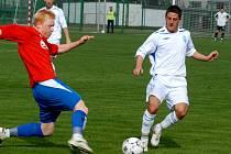 Proti Chebu se neprosadil ani hráč prvoligového kádru David Vaněček (vpravo).