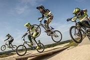 Bikros, tedy závody na kolech BMX je olympijský sport. Byl už na třech olympiádách. Závodí se na trati v osmi lidech, kdo zdolá překážky a dorazí do cíle první, vyhrává.