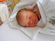 Veronika Krejčíková se narodila 28. ledna, vážila 3,27 kg a měřila 51 cm. S maminkou Kateřinou a tatínkem Janem bude bydlet v Hrdlořezích, kde už se na ni těší bráška Tomášek.