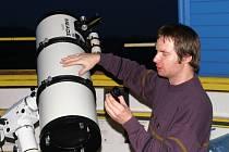 Hvězdář Pavel Brom s návštěvníky