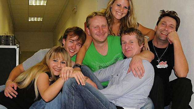 Koncert kapely Luboše Odháněla a kapely Soumrak v Bezně.