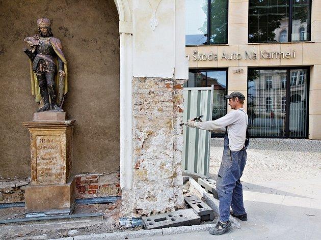 Kapličky budou vchod do Vzdělávacího centra opět zdobit.