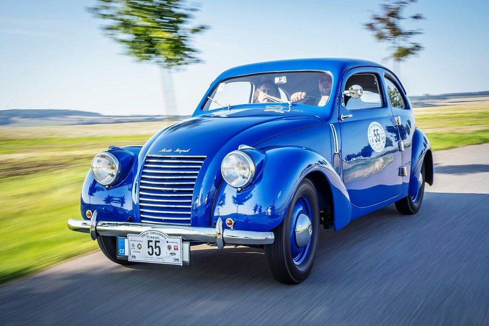 Sportovní provedení Škoda RAPID OHV s proudnicovou karoserií vzniklo pouze ve 110 exemplářích.