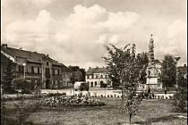 Náměstí tentokrát už s parčíkem v roce 1962