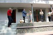 V Benátkách nad Jizerou slavnostně otevřeli Centrum ekologické výchovy, které bude sloužit především jako klubovna pro místní skauty. Stavba byla zahájena v září loňského roku a město vyšla na necelých devět milionů korun.