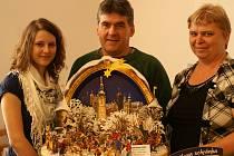 Manželé Kabátníkovy s dcerou na výstavě v Březovicích