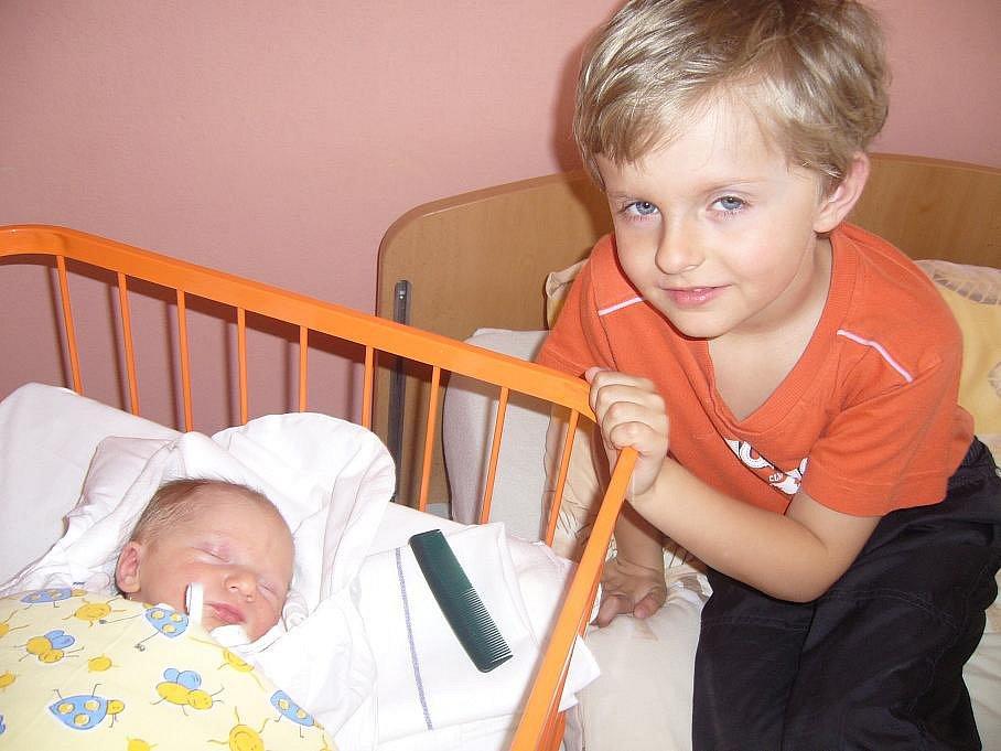 Anička Chloupková se narodila 1. dubna s váhou 2,4 kg a délkou 50 cm. Společně s rodiči a bráškou bydlí v Kněžmostě.