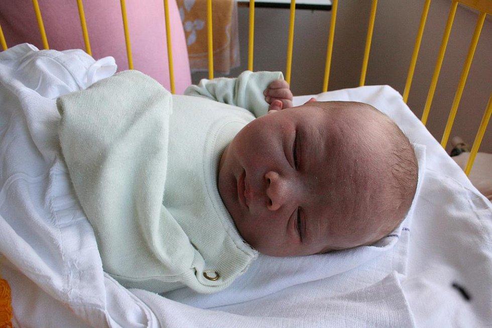 Pepíček Kout (8. 4., 4 kg a 50 cm) bude bydlet v Doubravičce s rodiči Věrou a Radkem a sestrami Barborou, Michaelou, Kateřinou a Kristýnou.
