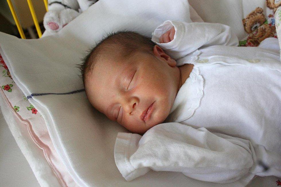 Zuzana a Josef Kubalákovi se 7. dubna stali rodiči Pepíčka (3,2 kg a 51 cm). Doma v Milovicích se těší sestřička Karolínka.