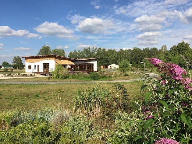 CENTRUM přítomnosti Duhová se rozkládá na třech hektarech.