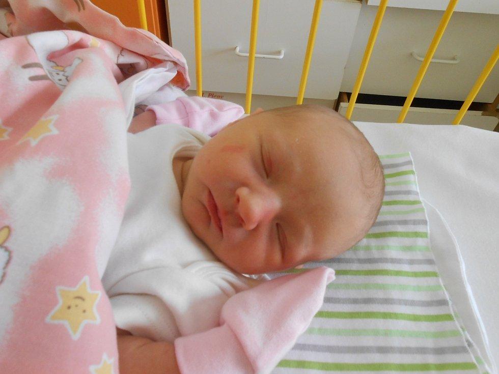 ADRIANA Druzyk se narodila 24. května. Vážila 3,27 kilogramů a měřila 49 centimetrů. S maminkou Antoninou a tatínkem Lyubomyrem bude bydlet v Mladé Boleslavi.