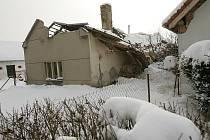 V Tuřicích se propadla střecha kvůli těžkému sněhu.