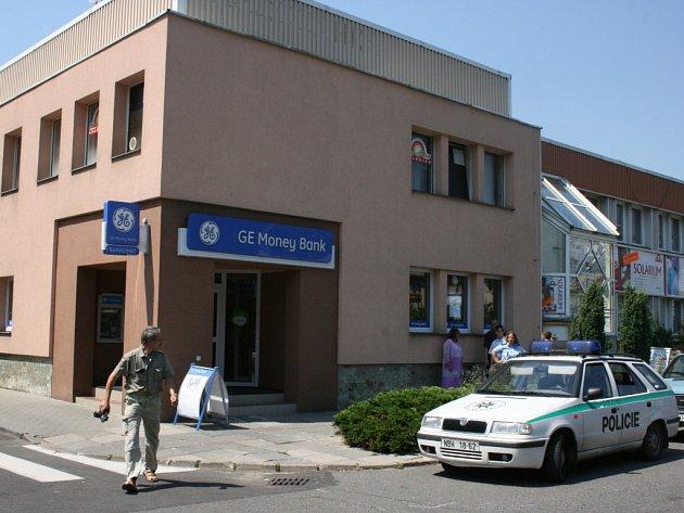 Přepadení banky v Máchově ulici.