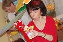 Představení O červeném prasátku a modré myšce, kterou dětem v nemocnici zahráli místní dobrovolníci.