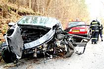 Náraz oddělil motorovou část od zbytku vozu.