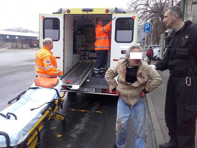 Na vlakovém nádraží našli raněného muže
