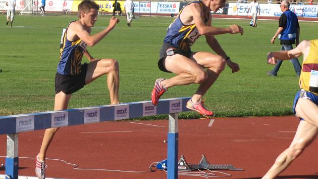 Jiří Miler (vpředu) a Jiří Zemjánek si vedli výborně v závodě na 3 km překážek.