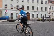 MLADÁ BOLESLAV ještě v březnu využívala jednoho strážníka cyklistu, nedávno mu přibyli dva kolegové.