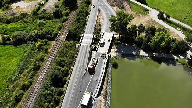 Na snímku most na silnici I/38 Újezd u Luštěnic.