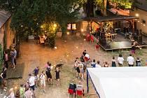 Příprava koncertu v průběhu 63. ročníku festivalu Šrámkova Sobotka
