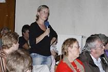 Jednání o nové výrobě v Carborundu provázejí od začátku projevy nesouhlasu občanů.