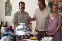 Zástupci Kultury města MB předali věcné dary Zařízení pro zajištění cizinců.
