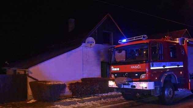 Požár rodinného domu v Pražské ulici v Benátkách nad Jizerou.